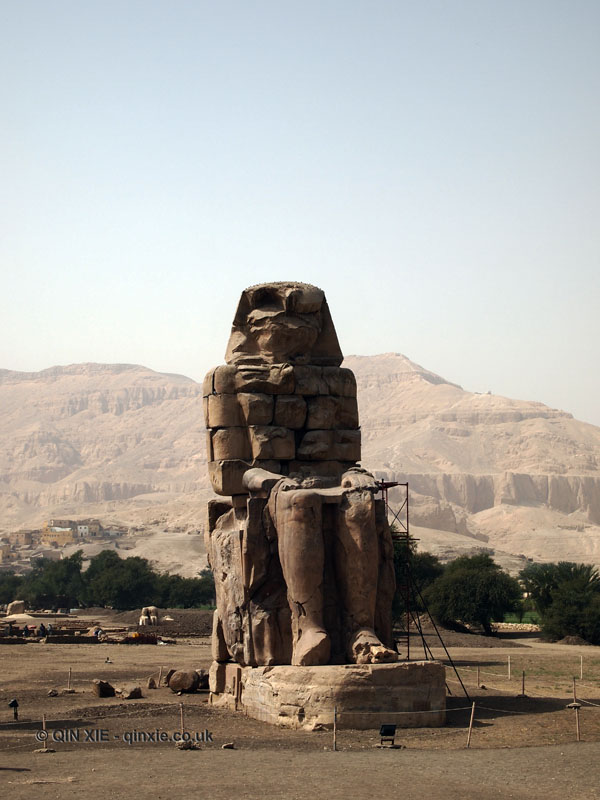 Single memnon statue, Colossi of Memnon